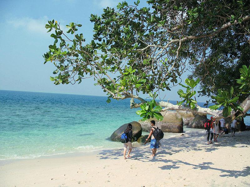 selain pulau berhala di sumatra
